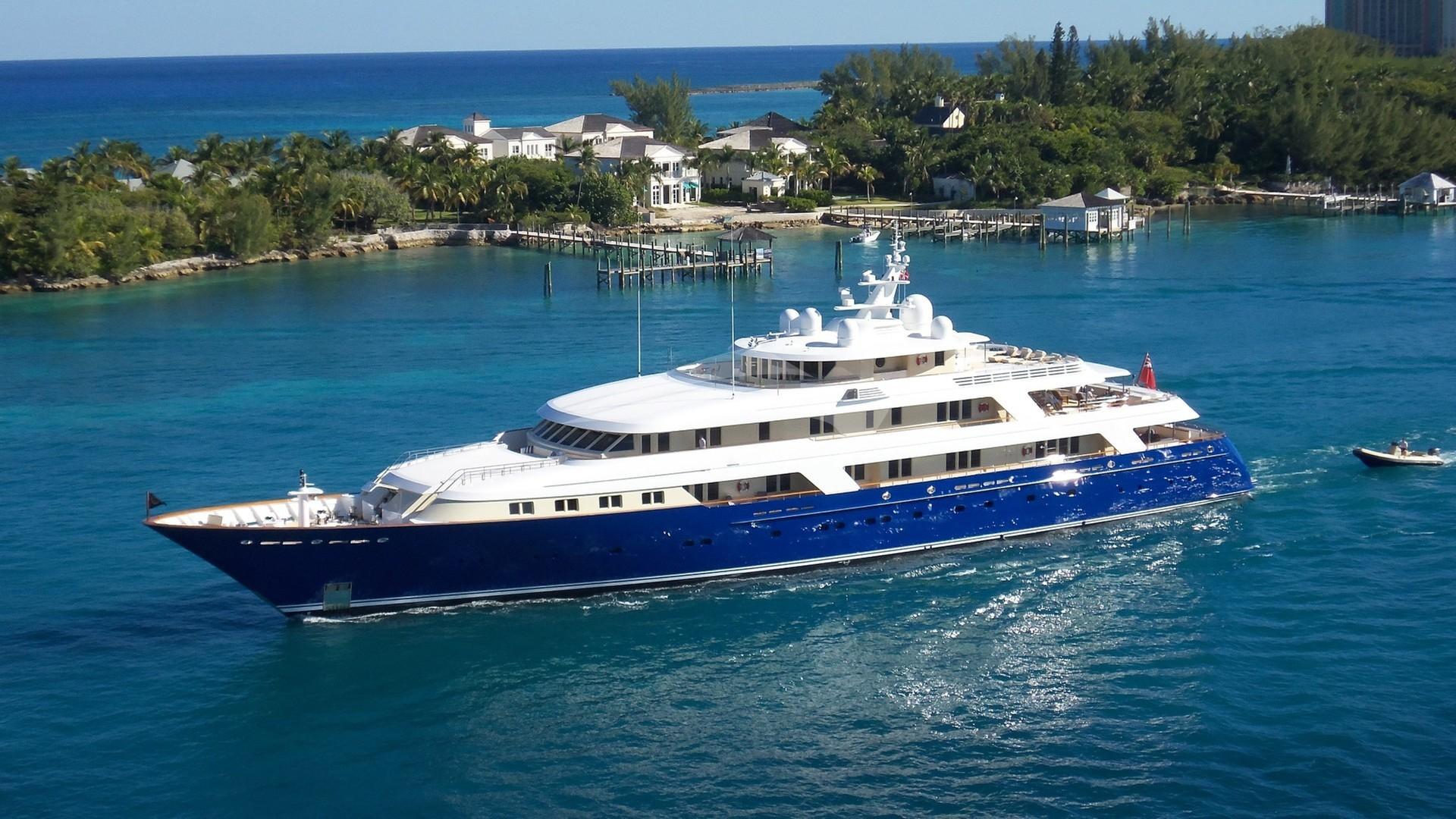 Yacht LAUREL