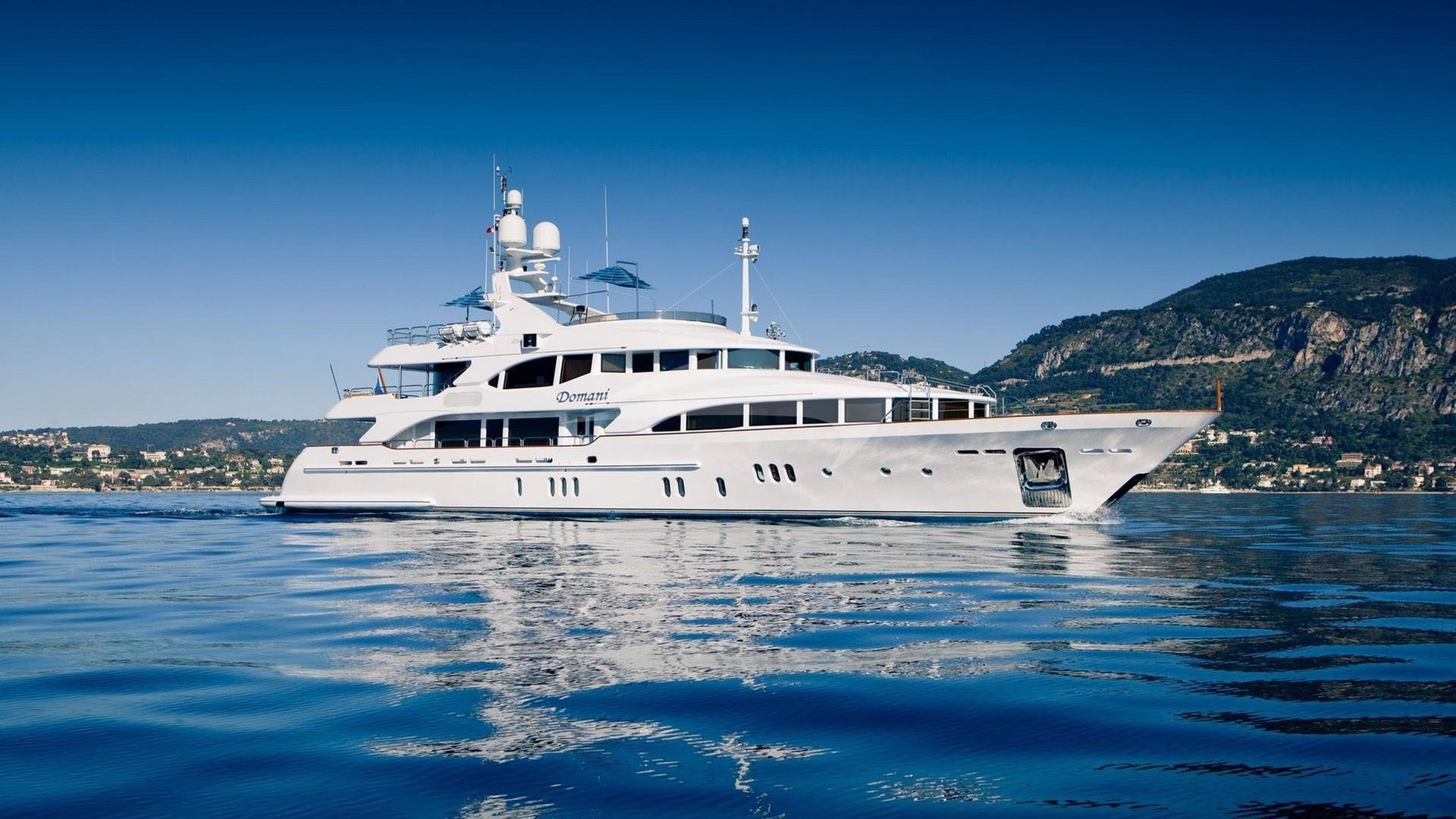 Yacht DOMANI